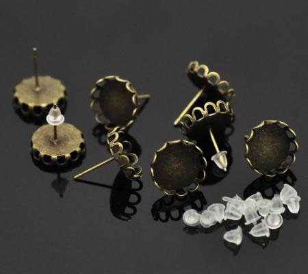 1 paar bronzen cabochon oorbelstekertjes
