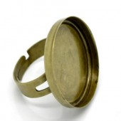 Ring met cabochoncup brons